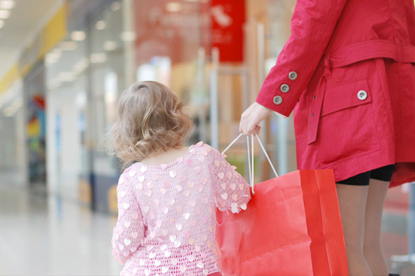 mom-shopping-with-little-girl_bxqkts